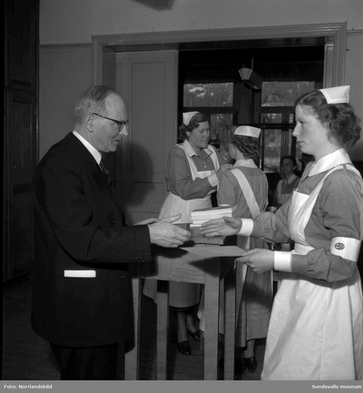 Avslutning vid Vita Bandets barnsköterskeutbildning.