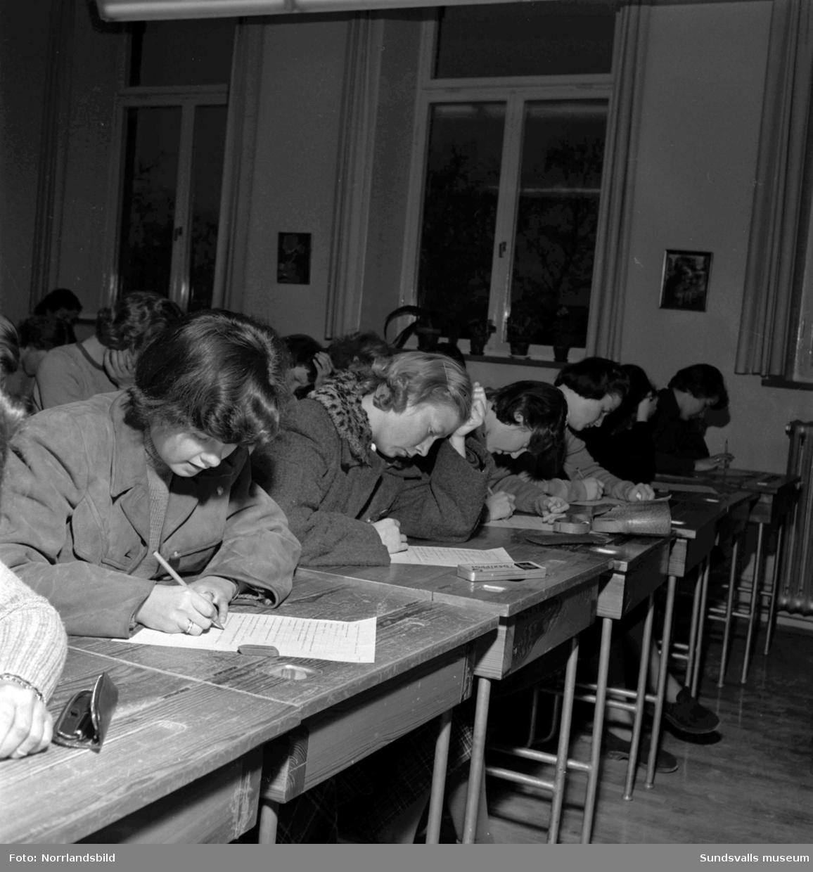 Nutidsorientering i Sundsvalls skolor med ämnen som politik, film och trafikvett.