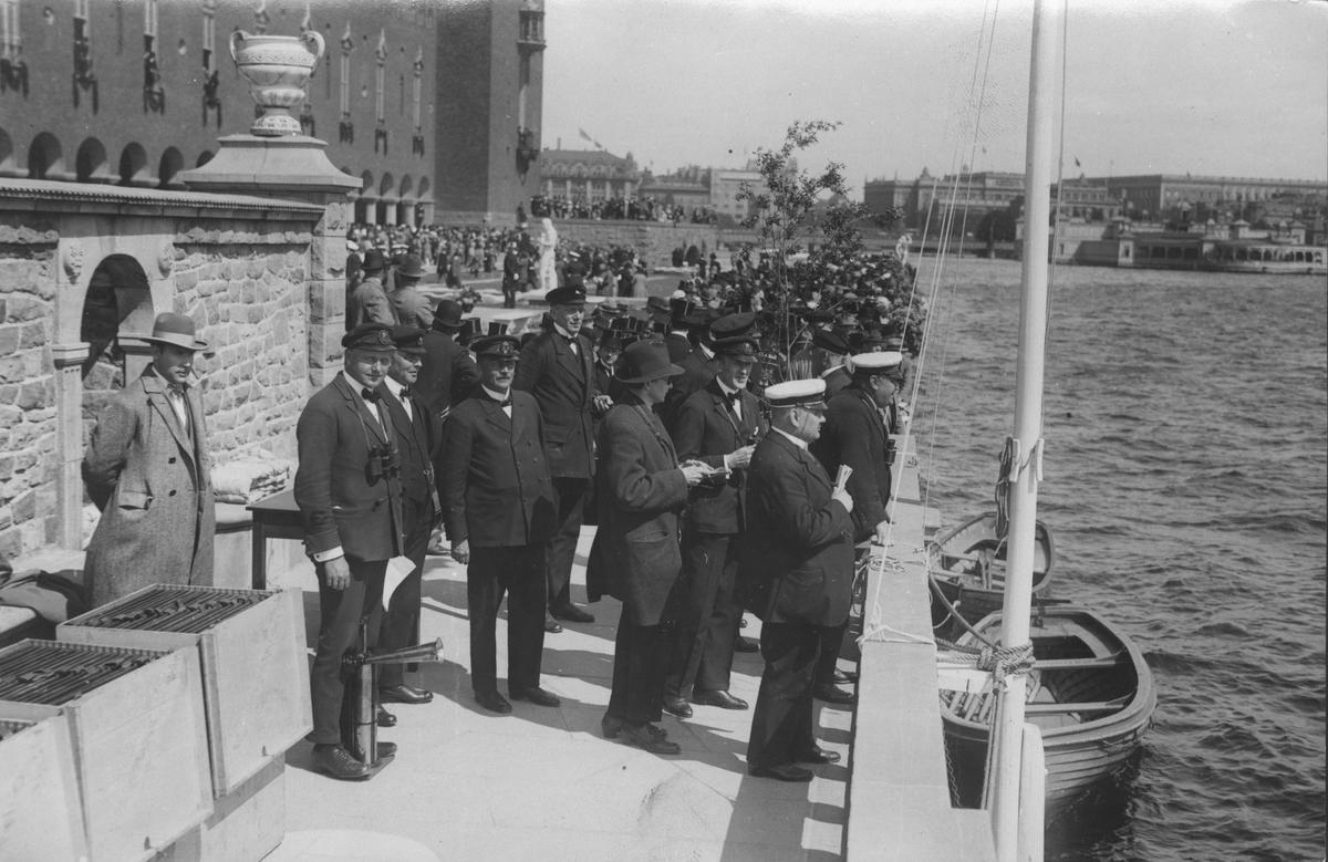 44a144e241e3 Övrigt: Från Stadshusregattan midsommarafton 1923 med anledning av  Stockholms stadshus invigning. Fotografiet återgivet i
