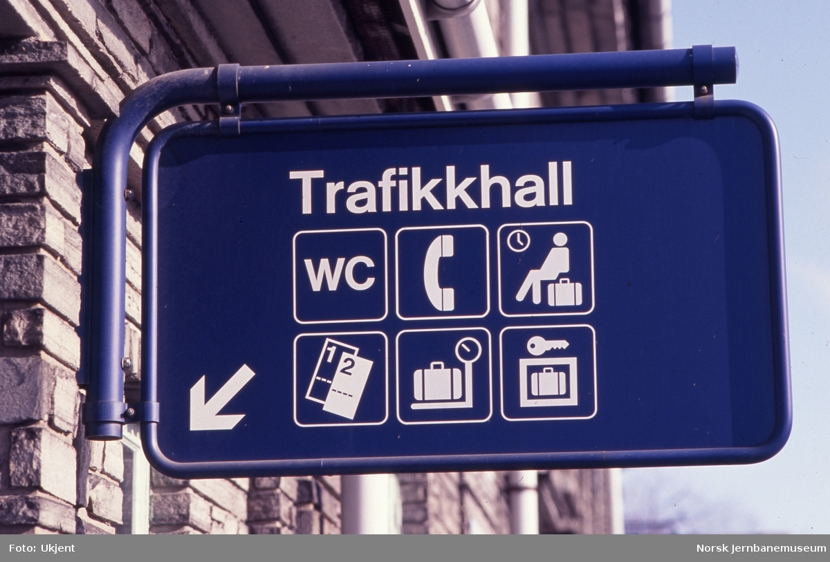 Hamar stasjon - Skilting