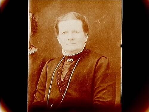 En kvinna, bröstbild.Fru Vivi Larsson