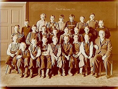 Engelbrektsskolan, klassrumsinteriör, 23 pojkar med lärare S. Lund, klass 6C, sal 12.