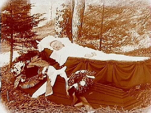 Begravning, lik i kista.P.A. Ålund