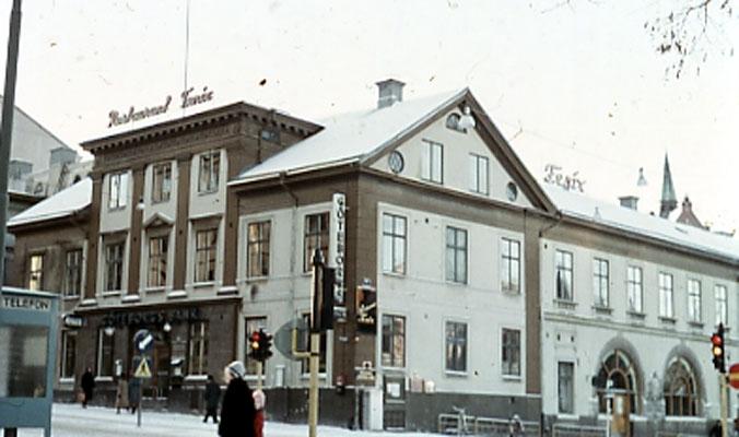 Hörnet Drottninggatan/Södra Strandgatan.