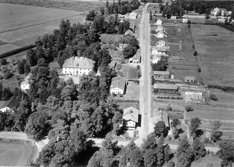 Flygfoto över Laxå, bostadshus.