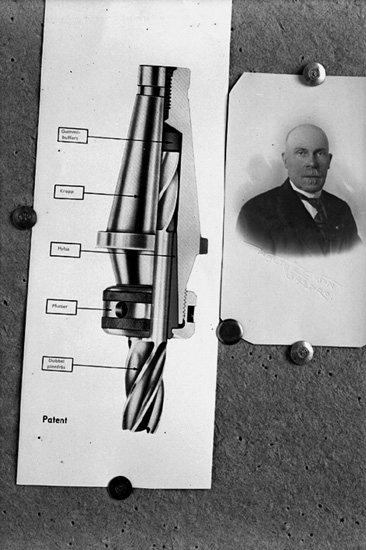 En man, bröstbild.Kalle Andersson.Skiss, Patent (Borrverktyg).