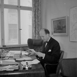 Gustafsson & Görtz, kontorsinteriör. Vid skrivbordet kamrer
