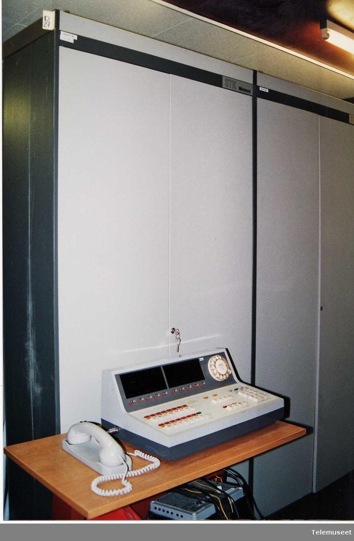 Minimat 100K 96 lokal nummer 7 samband 15 bylinjer 1 sentralbord 1 stk tileggskap (for nr 49-96)