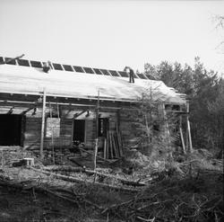 Dokumentasjons-serie av flyttinga av Ytterlandstova til Sunn