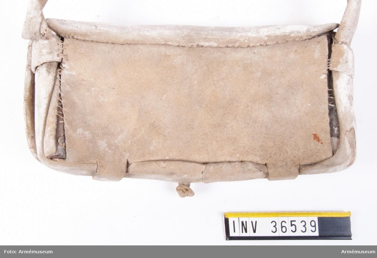 Grupp C II. Kartusch för manskap vid Smålands kavallerireg i 1700-talets mitt.