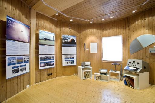 Plansjer og gjenstander i den meteorologiske utstillingen