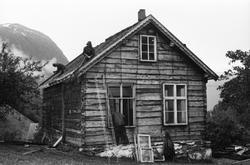 Dokumentasjons-serie av flyttinga av Norddalskulen til Sunnm