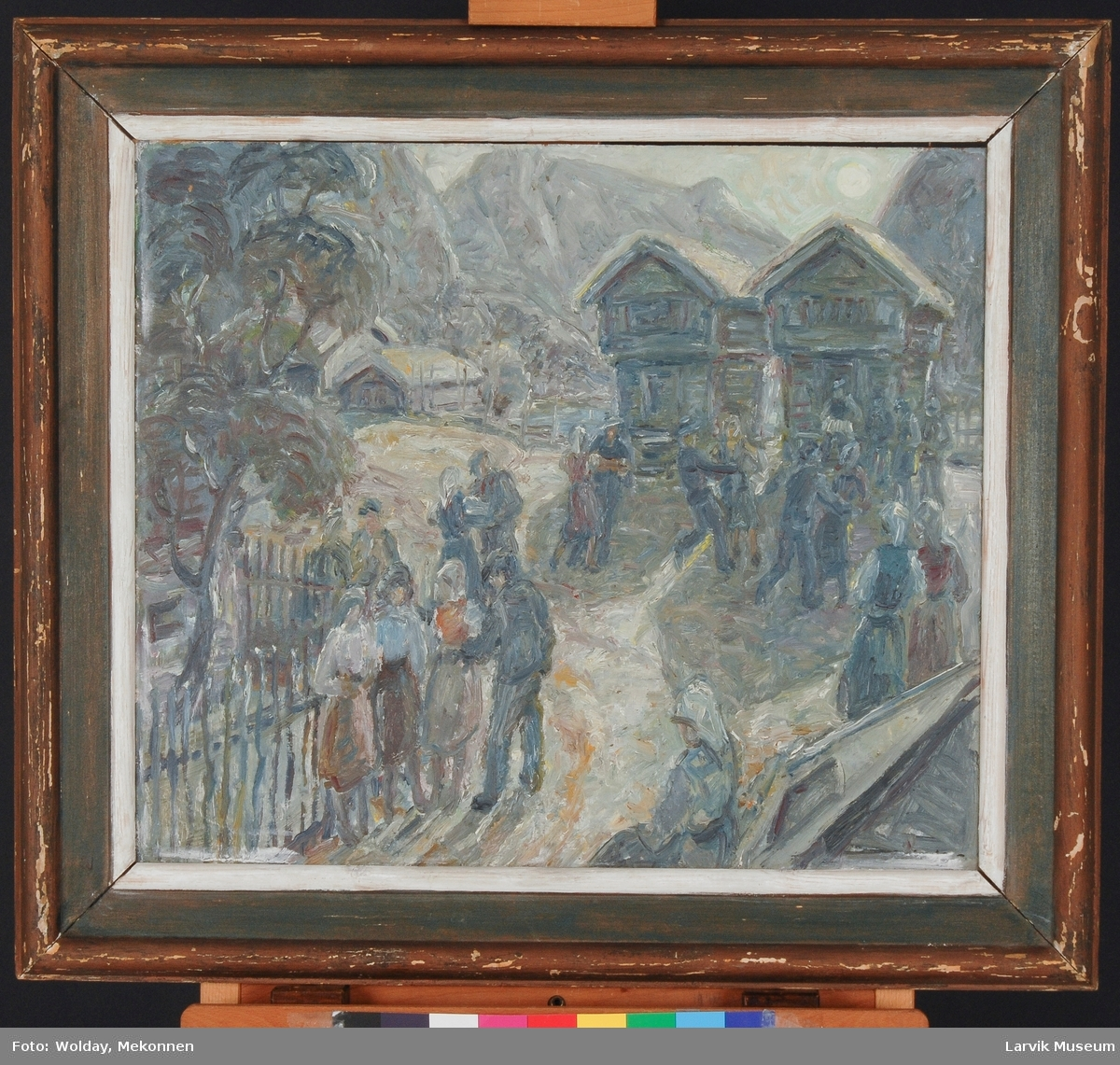 """""""Høstfest"""". En spillemann og dansende par. Ved tømmerlaftede hus og fjell i bakgrunnen."""