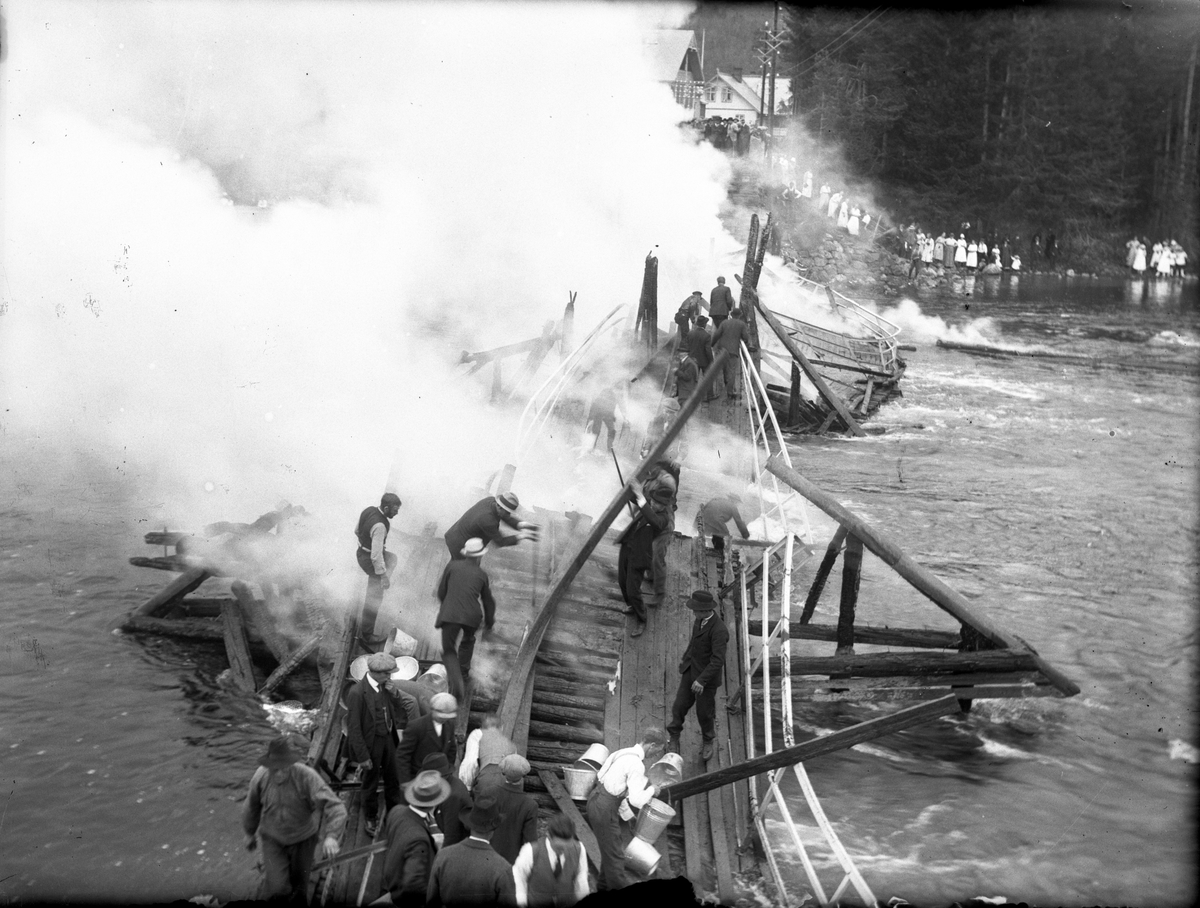Fagernesbrua i brann 1920