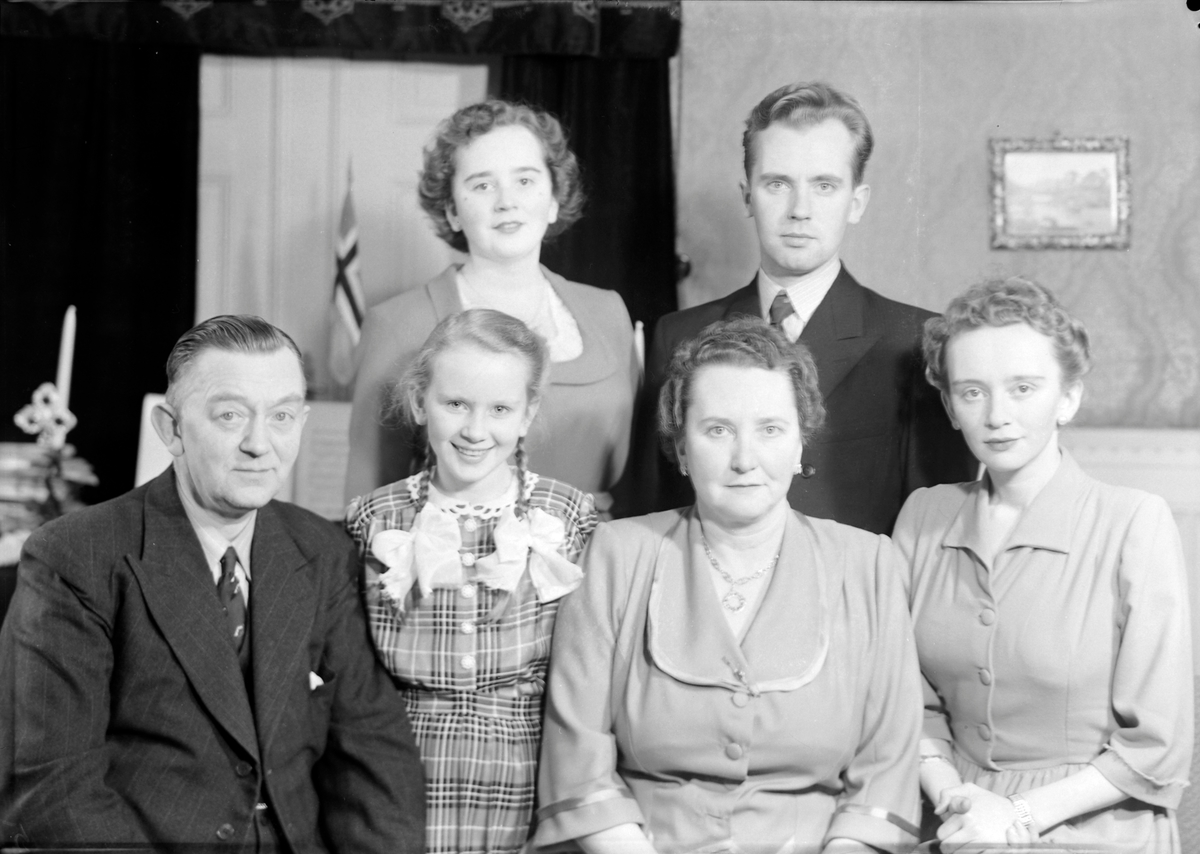 Axel Jørgensen Med Familie Sverresborg Trøndelag Folkemuseum
