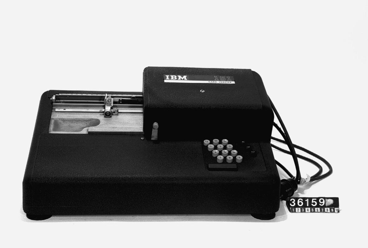 Kontrollstansmaskin - Tekniska museet   DigitaltMuseum 72340bedccbe6