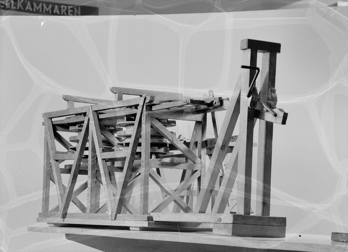 Modell av Christopher Polhems uppfodringsverk, hak- och mangelspel, vid Blankstöten, Falun, byggt 1694.