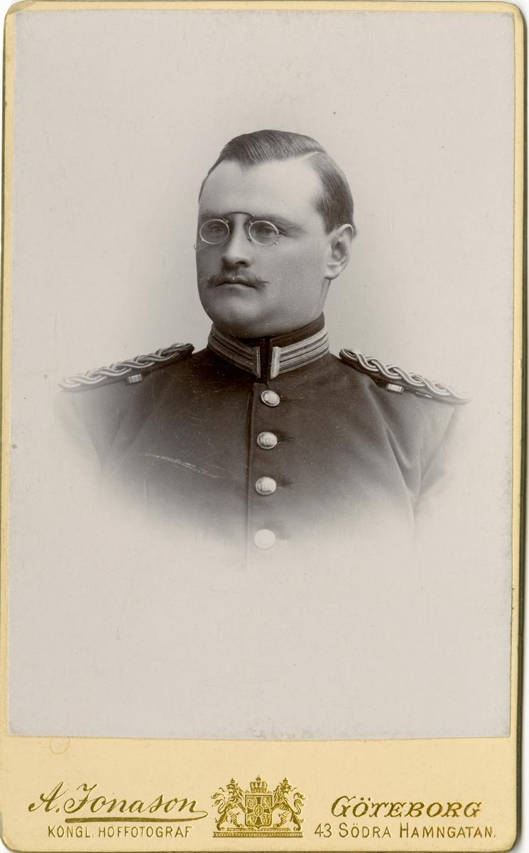 Porträtt av Bo Ivar Boustedt, officer vid Bohusläns regemente I 17.