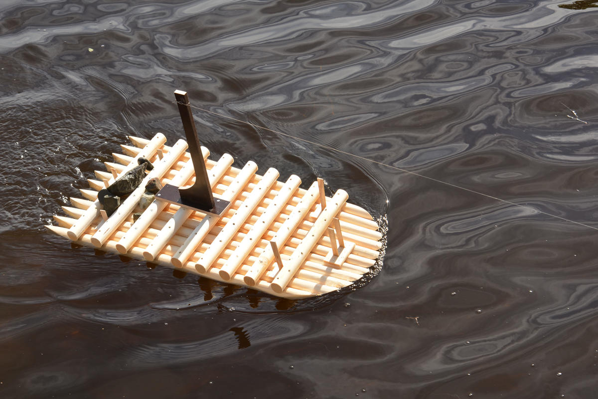Litt testing underveis, med fiskestang i elva.