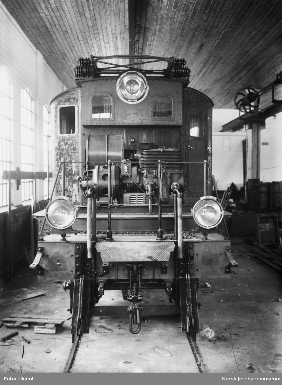 Elektriske lokomotiver type El 1 under bygging på Thune's mek. Værksted