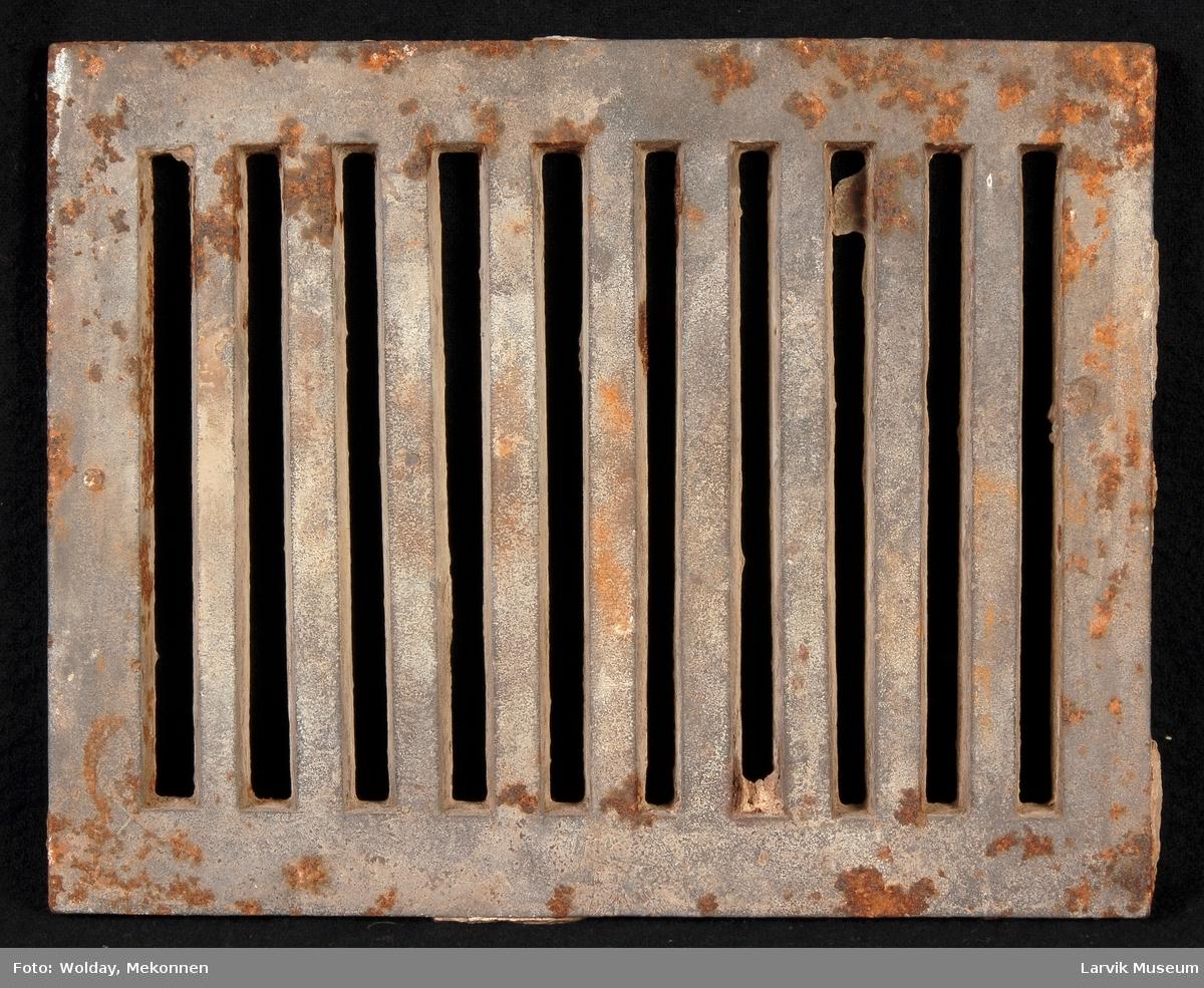 Bunnrist til ovn. Rektangulær form rette kanter lik for- og bakside