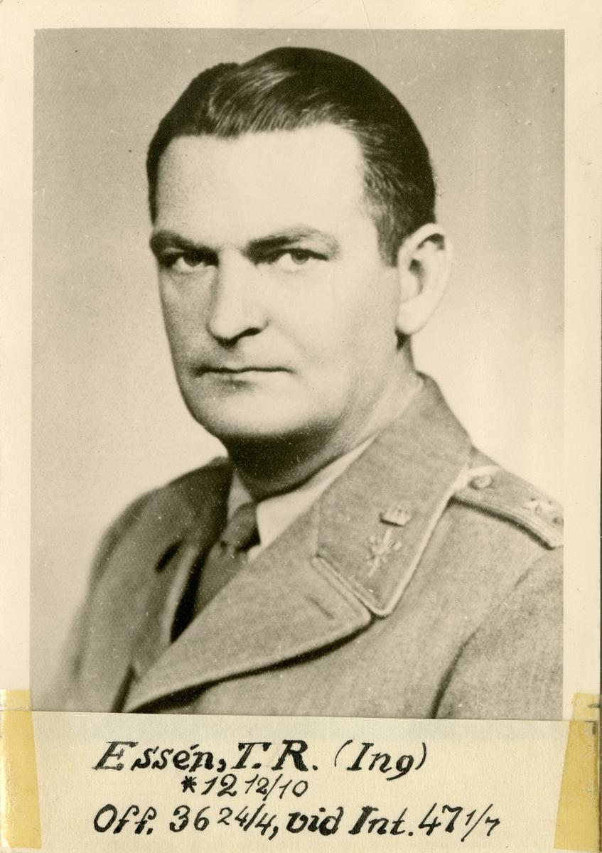 Porträtt av Ture Raguel Essén, officer vid Intendenturkåren.