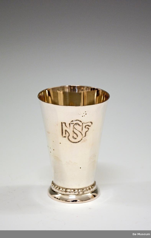 Sølvpokal med innskrift: NSF (Norges Skiforbund) Stempel: 830 S (merke: A Frisch)