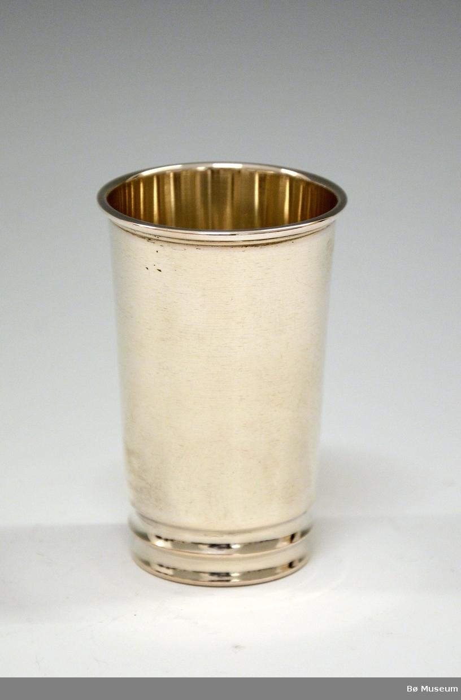 Sølvpokal uten innskrift. Liten. Stempel: 830 S (merke: Th. Marthinsen, Tønsberg)