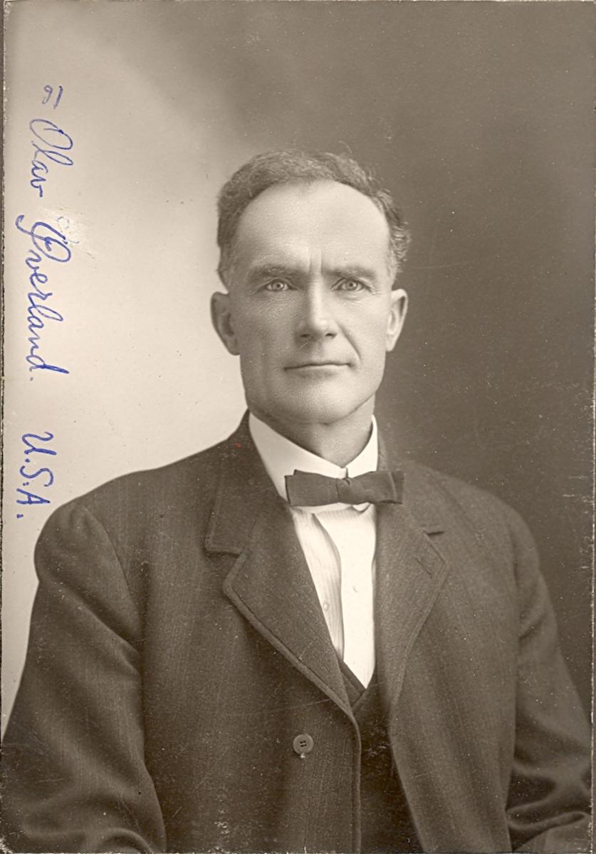Brystbilde av mann; Olav O. Øverland, frå Øverland i Årmotdalen, Bø.