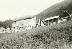 Dokumentasjonsbilder i serie av noen gamle bygninger og hust