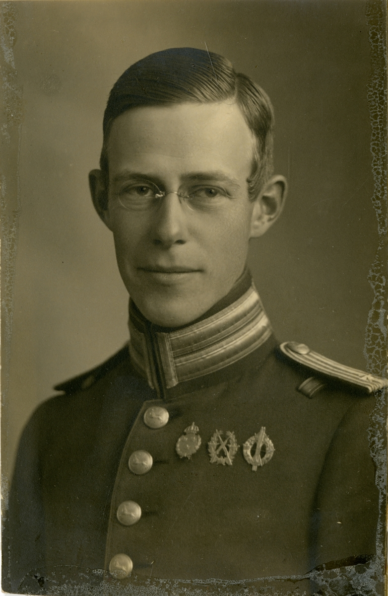 Porträtt av Per Olof Ingwar Grundell, löjtnant vid Hälsinge regemente I 14.