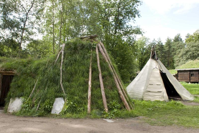 Sameplassen på Norsk Folkemuseum med gamme og telt (Foto/Photo)