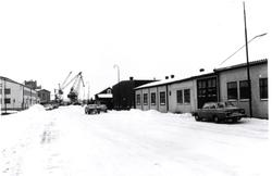 De gamla magasinsbyggnaderna i f d Ölandshamnen, numera serv