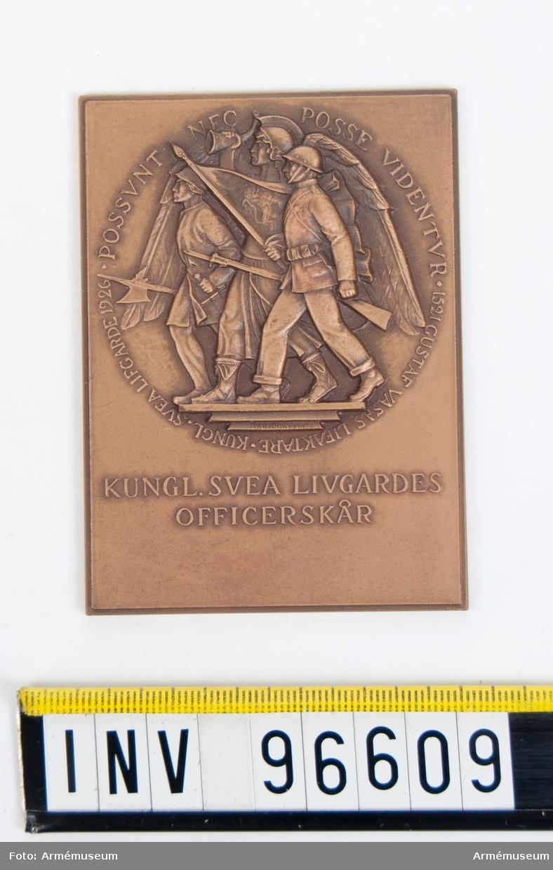 Plakett i brons för Svea livgardes officerskår.