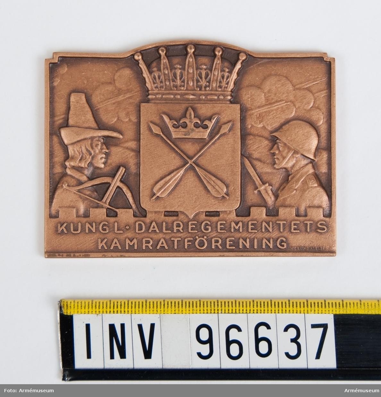 Plakett i brons för Dalregementets kamratförening. Stans nr 51118.