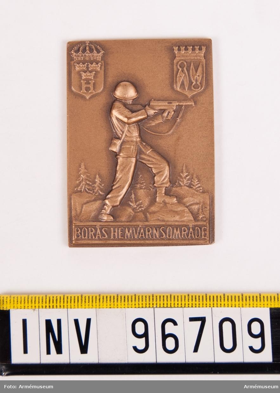 Plakett i brons för Borås hemvärnsområde. Stans nr 58090.