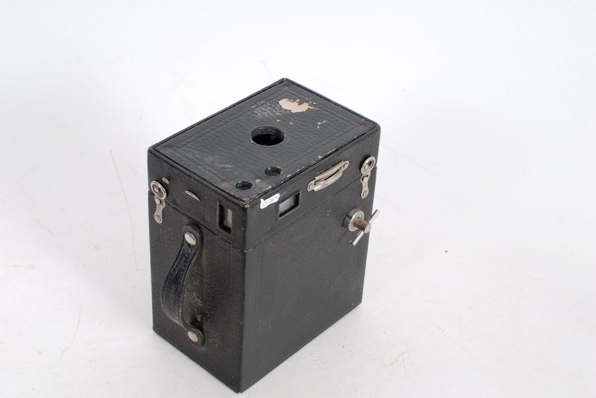 Form: rektangulær kasse i to deler, kan tas fra hverandre