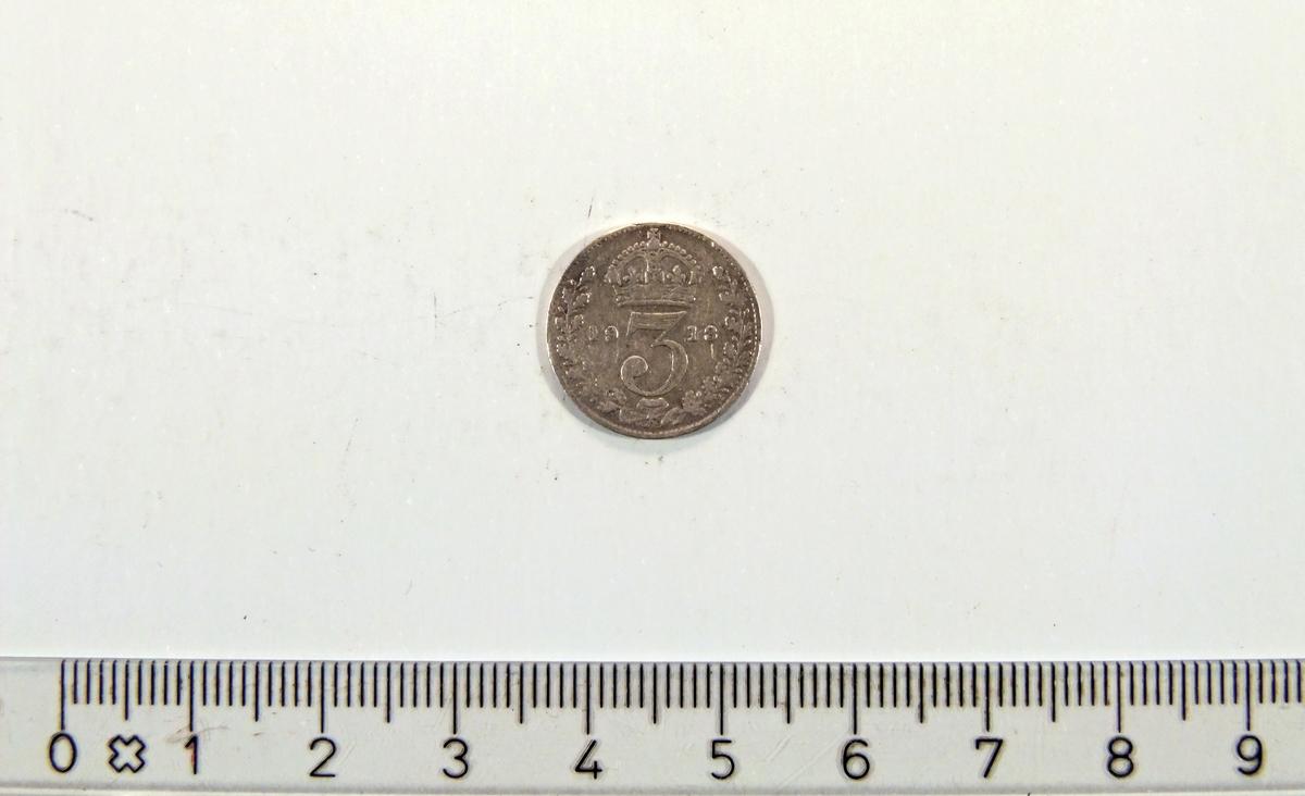 """På framsiden:  - Krone  - To greiner som former en """"krans"""".  På baksiden:  - Kong George V av Storbritannia."""