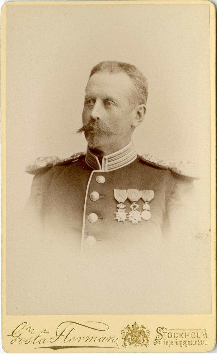 Porträtt av Sixten Oscar Cécile Charles Emile Lewenhaupt, löjtnant vid Närikes regemente I 21. Se även AMA.0007901.