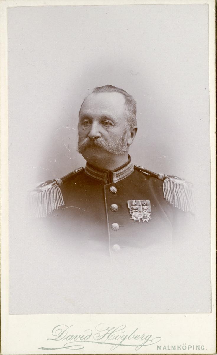 Porträtt av Gustaf Fredrik Lothigius, major vid Södermanlands regemente I 10.  Se även bild AMA.0008000, AMA.0006716,  AMA.0007995 och AMA.0021806.
