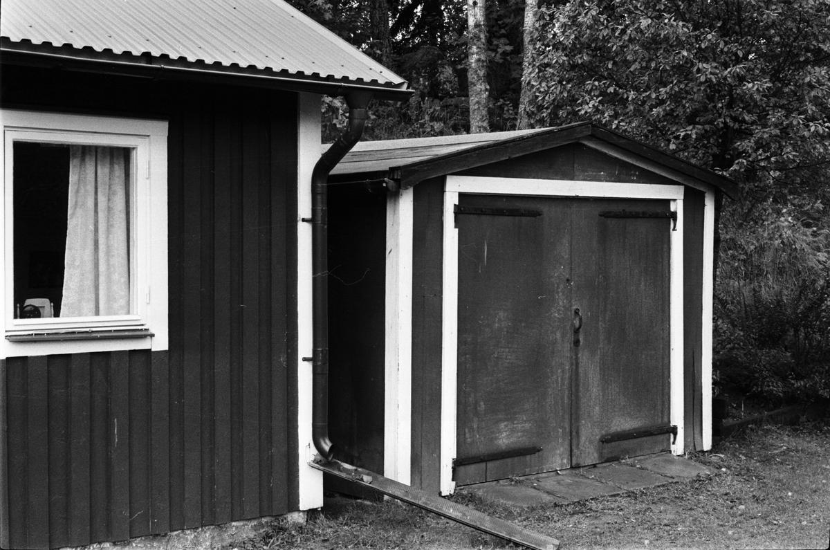 Gäststuga och garage, Järsta 8:1, Anneberg, Tensta socken, Uppland 1978