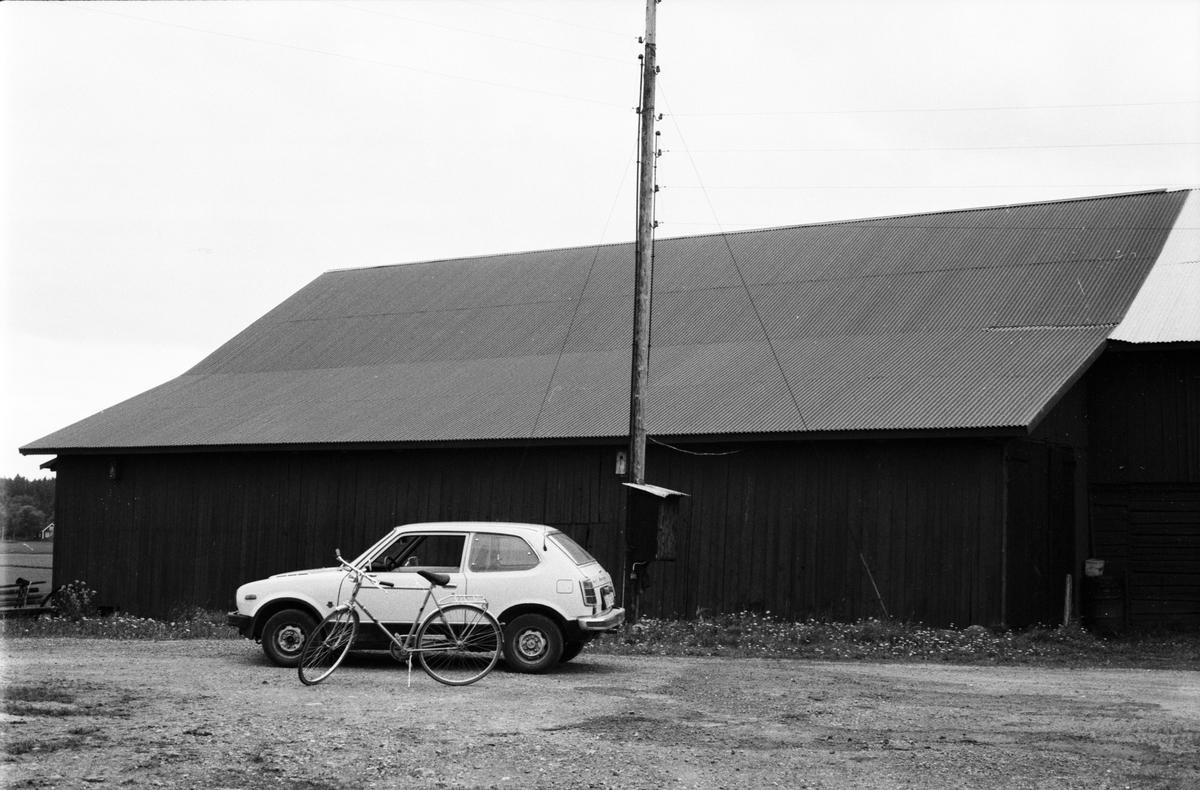 Ladugård och lada, Söder-Edinge 1:9, Västergården, Tuna socken, Uppland 1987
