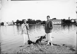 Jonny Sjögren med fru på storkajen i Östhammar, Uppland