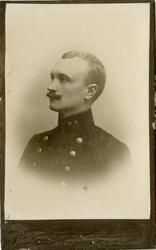 Porträtt av Helge Karl Rudolf Malmberg, kapten vid Hälsinge