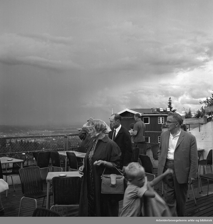 Turister besøker Holmenkollen..Tåke..Ca. 1965.