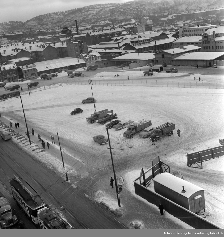 Grønlands Torg inngjerdet (undergrunnsstasjonen), januar 1959.