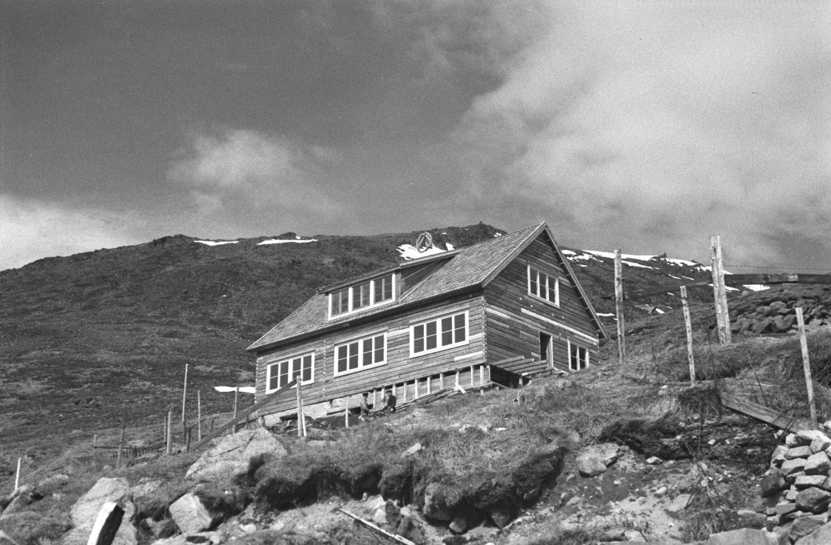 Gjenreisning. Hafto-huset i Honningsvåg. Huset ble bygget av brakka til den tyske generalen Rendulic. 1946/47.