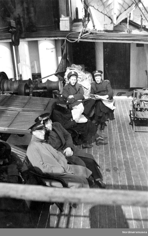Frelsesarmeen på tur med dampskip. På dekk med dame. serie. Fra Nordmøre Museum sin fotosamling.