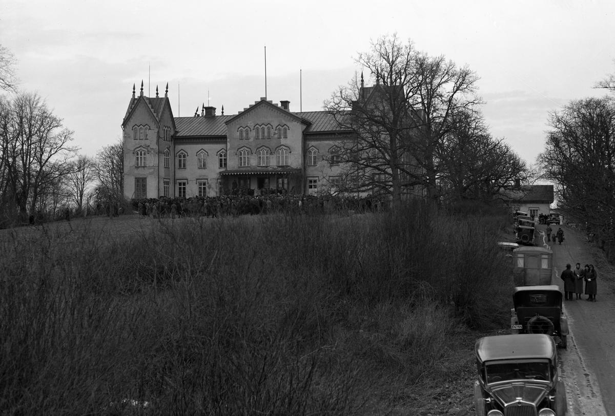 Longs slott utanför Grums går under klubban år 1934. Huset användes några år som arbetarförläggning av Karlstad stad och revs år 1944. Ytterligare info finns i kommentarsfältet.