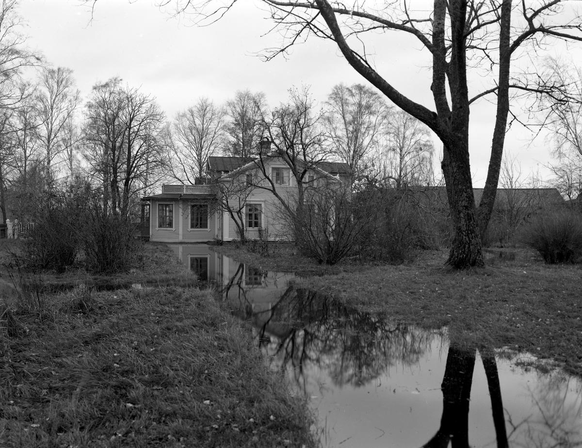 Översvämning i mitten av 1920-talet på landeriet Sjöviks marker. Huset gjordes om till lokal åt luftfartsverket när Karlstads gamla flygplats byggdes.